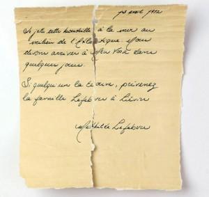La lettera attribuita alla 13/e Mathilde Lefevre, piccola viaggiatrice di terza classe del Titanic, che l'avrebbe gettata chiusa in una bottiglia, il giorno precedente al tragico naufragio, 16 maggio 2021.ANSA/ UNIVERSITA' DEL QUEBEC DI RIMOUSKY +++ NO SALES - EDITORIAL USE ONLY +++