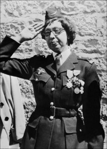 (FILES) In this file photo taken on August 19, 1961 US-born singer-entertainer Joséphine Baker salutes after receiving the Legion of Honor and the Croix de Guerre with palm in her Milandes Castle, from General Martial Valin. - The Franco-American artist Josephine Baker will become the sixth woman to enter the Pantheon on November 30, 2021. (Photo by - / AFP)