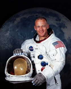 1200px-Aldrin