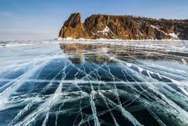 Il lago Baikal ghiacciato (Foto da Wikipedia)