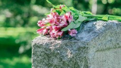 tomba-con-fiori