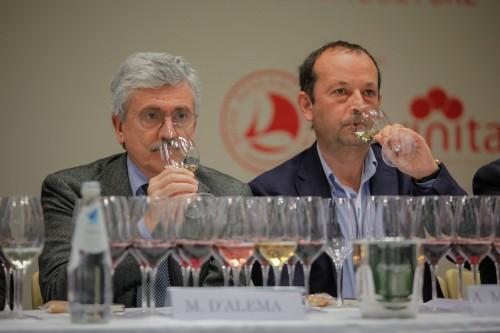 Massimo D'Alema alla degustazione del Wine Research Team