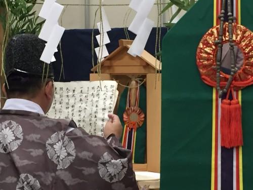 La cerimonia di inaugurazione della cantina con il monaco scintoista