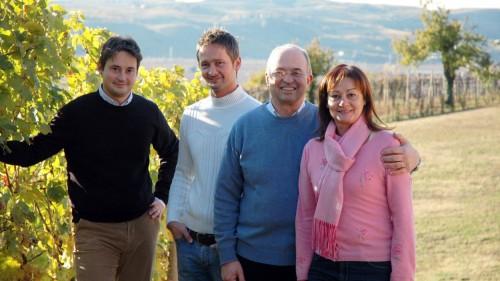 Nino Pieropan con i figli Andrea e Dario e la moglie Teresita