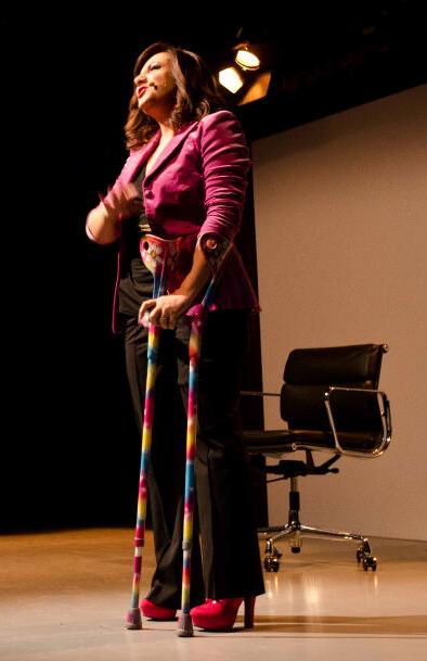 Antonella Ferrari sul palco alla festa di InVisibili