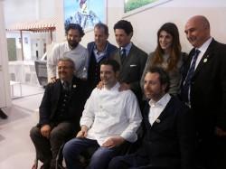 Oscar Papait al centro, Andrea Stella a destra, Roberto Vitali a sinistra. Dietro si scorgono Matteo Marzotto, presidente della Fiera di Vicenza, e lo chef Carlo Cracco