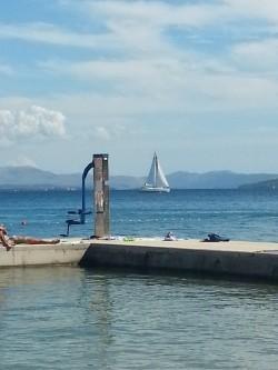 Il sollevatore sulla spiaggia di Vodice (ph. Fanti)