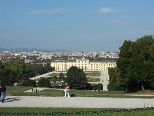 Il castello di Schonbrunn visto dalla Gloriette
