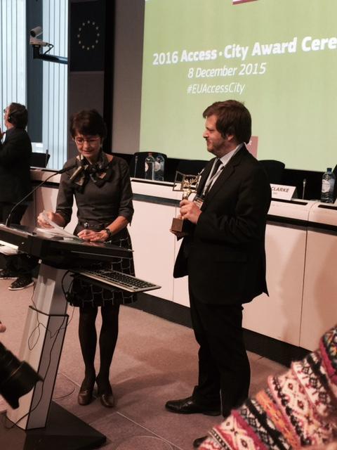 Pierluigi Majorino a Bruxelles per ricevere il premio per la città di Milano