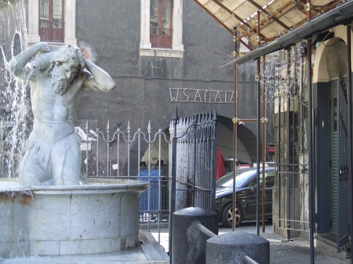Catania – Fontana dell'Amenano, porta della storica Pescheria