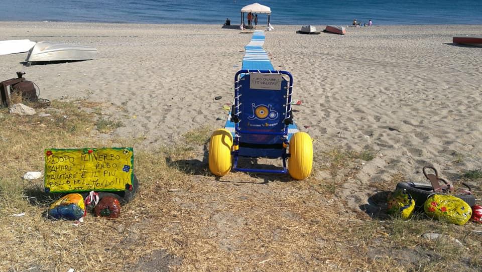 la spiaggia resa accessibile grazie alla sinergia tra Comune, Circolo Auser.Noicisiamo, Asd Calabria FitWalking, Brico center e Comune
