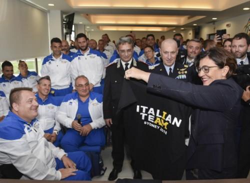La Ministra Trenta con la maglia Invictus 2018