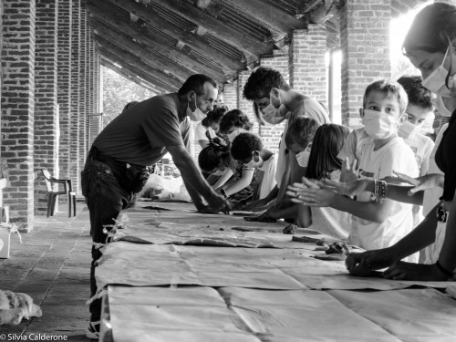 OLYMPUS DIGITAL Felice Tagliaferri durante uno dei suoi lavoratori con la creta al Festival delle Abilità 2020 (photo Silvia Calderone)