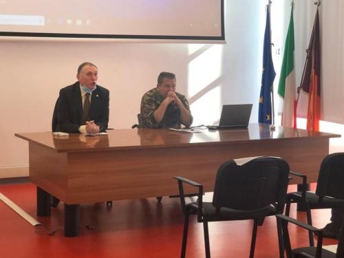 Il Generale Giuseppe Morabito e il Tenente Colonnello Gianfranco Paglia durante una lezione del corso