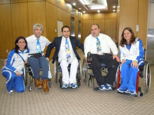 Andrea Tabanelli con i compagni di Nazionale. Da sinistra: Chiara Barbi (fisioterapista), Emanuele Spelorzi, Egidio Marchese, Tabanelli, Angela Menardi