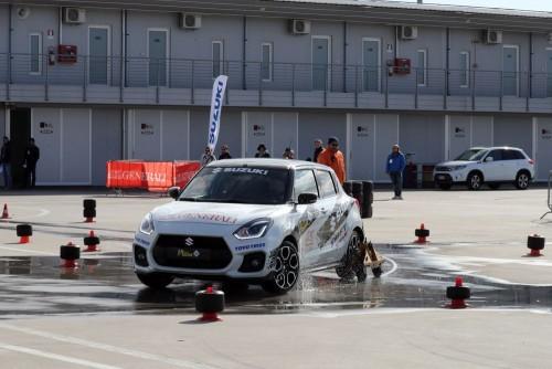 Una delle prove di abilità della del Rally Italia talent. Un particolare attrezzo limita l'aderenza del retrotreno e quindi si deve imparare a controllare le sbandate