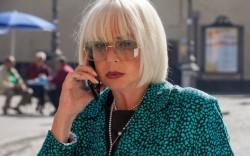 Loretta Goggi interpreta la nonna dispotica di Pino