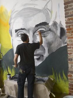 Ratzo crea il murale di Bomprezzi nel 2020.