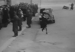 """Anna Magnani nella celebre scena di """"Roma città aperta"""""""