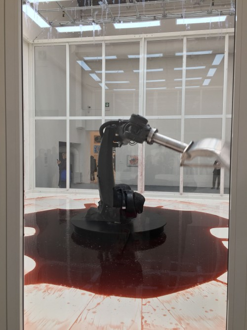 Sun Yuan e Peng Yu: bloody clean machine.
