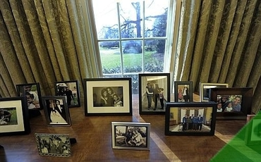 New Oval Office_family photos (2).jpg