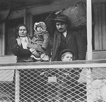 italian-immigrants-1.jpg