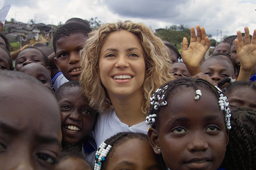 shakira with african children.jpg
