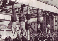 400px-Mussolini_e_Petacci_a_Piazzale_Loreto,_1945.jpg