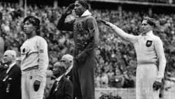 Quattro medaglie d'oro per Jesse Owens a Berlino nel 1936
