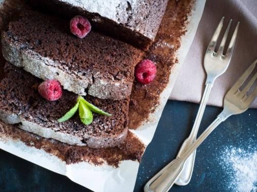 7. Torta al cacao con crema ai lamponi