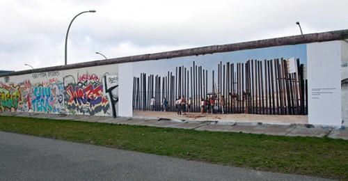 Le immagini della mostra sui muri del mondo