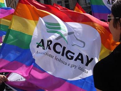 Arcigay-Bandiera-Duomo-Milano.jpg
