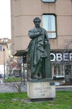 Monumento bronzeo al poeta Carlo Porta