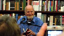 Lawrence Ferlinghetti nel suo City Life Bookstore di San Francisco dove nacque la Beat Genereation