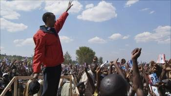 Immagine di anteprima per Paul Kagame su podio A.jpg