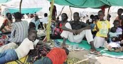 Profughi fuori da Kadugli A.jpg