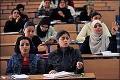 studentesse ai banchi.jpg