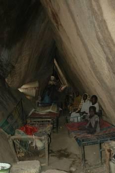 rifugiati in grotta.jpg