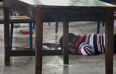 Garissa morta sotto il tavolo.JPG