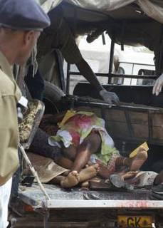 Garissa morti su camionetta.JPG
