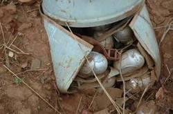 Immagine di anteprima per Immagine di anteprima per pancia di cluster bomb con bombette.jpg